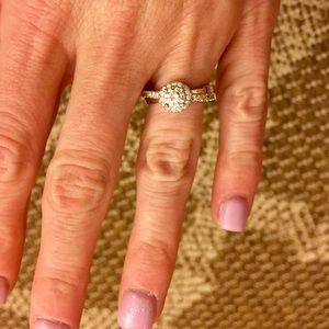 •LOVELY•Cubic Zirconium Ring w/ Swarovski Crystals